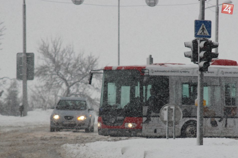 166b744c9 Ilustračný obrázok k článku Aktuálna situácia na cestách v Nitre: Zapadnuté  kamióny i hodinové meškania